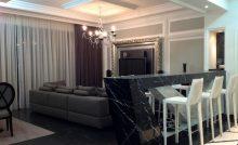 спальня с дизайнерским ремонтом в сочи