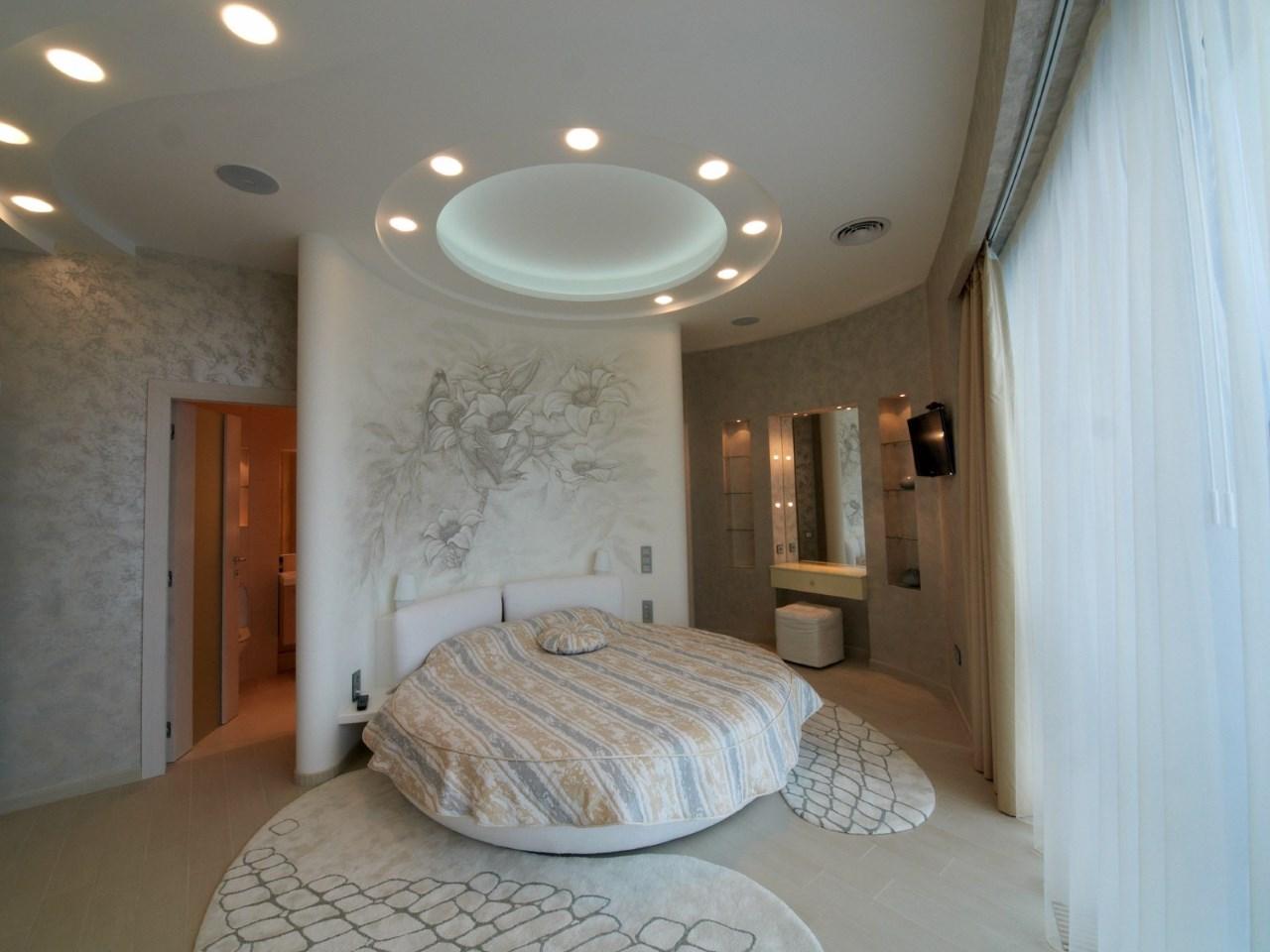 Эстетичная круглая кровать