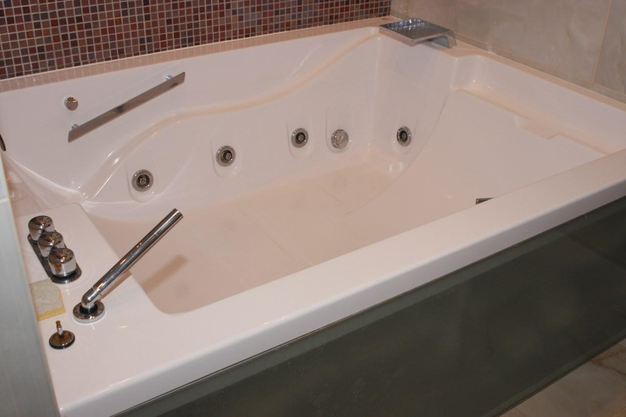 В ванной джакузи для беспечного отдыха