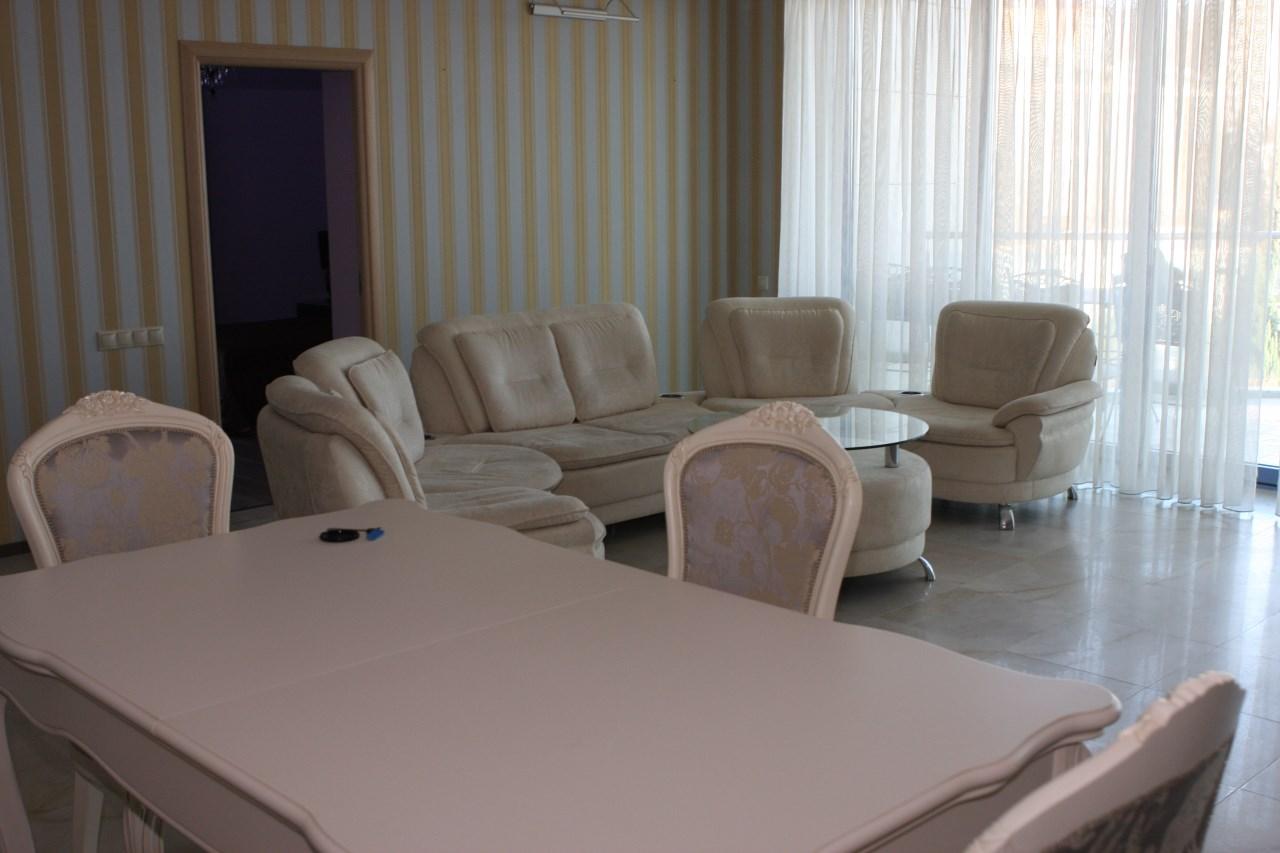 Классическая мебель идеально вписывается в интерьер квартиры