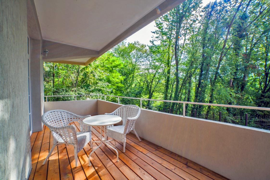 Балкон с видом на дендрарий