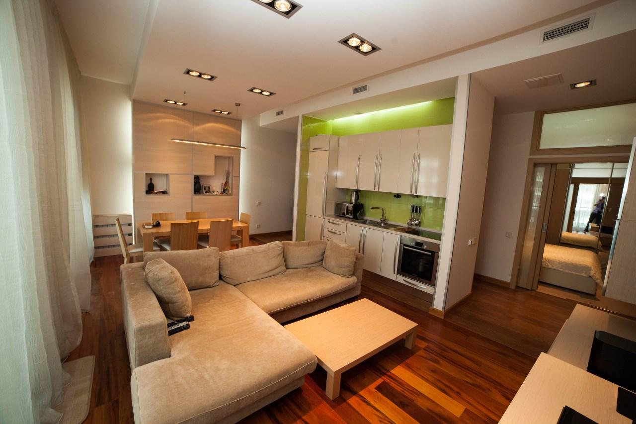Квартира с натуральным деревянным полом из ореха