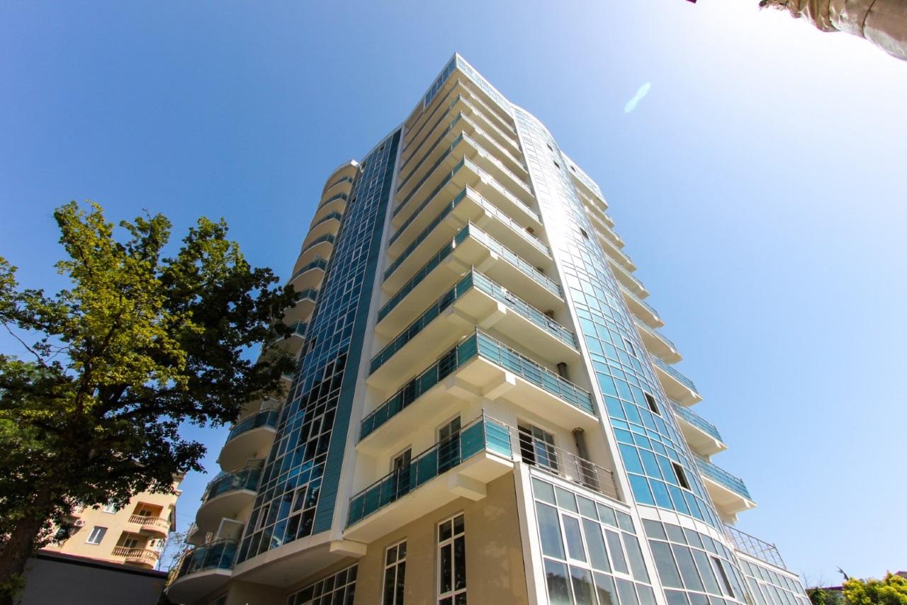 В каждой квартире большой угловой балкон