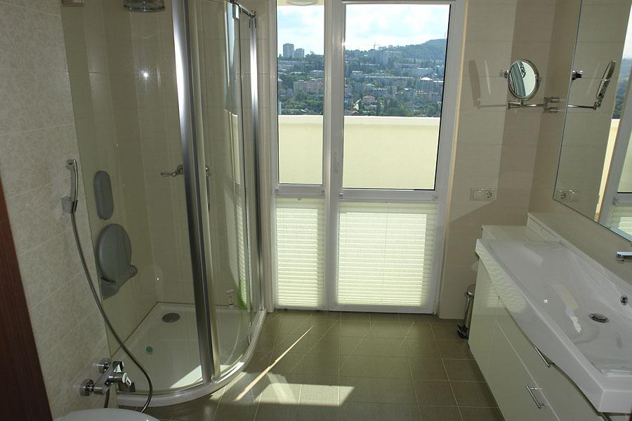 Ванная с выходом на балкон