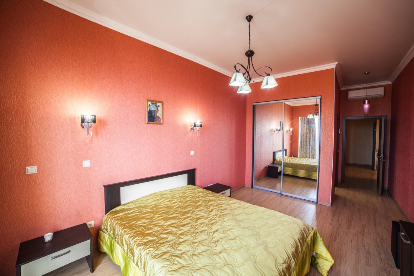 Спальная комната в нежно розовом цвете