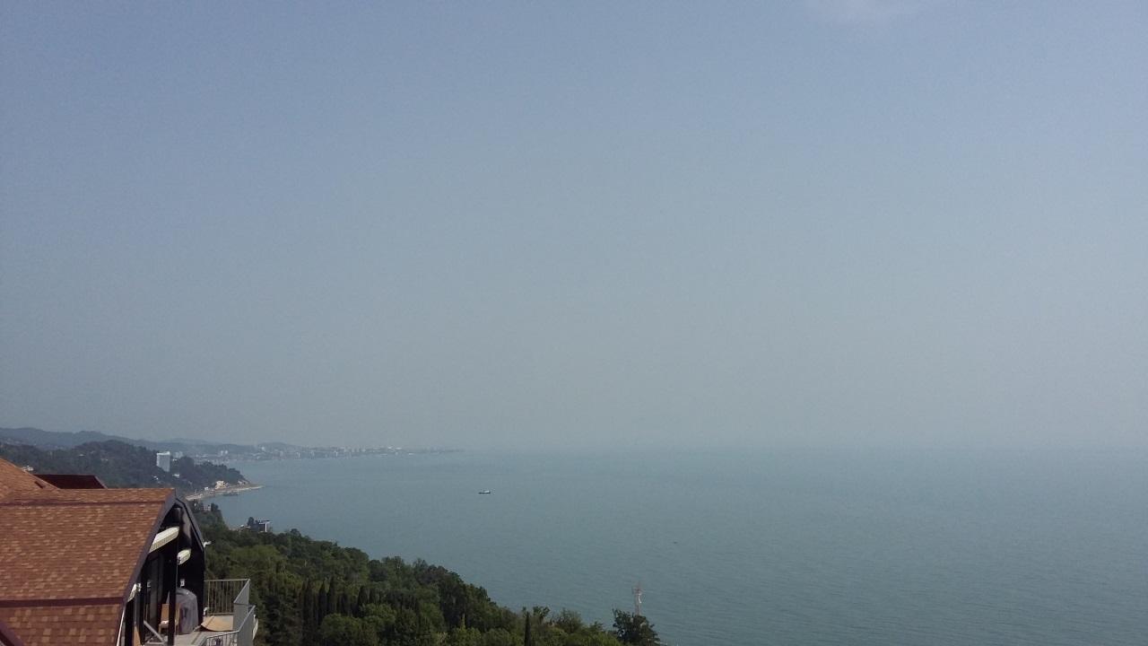 Вид из пентхауса на море