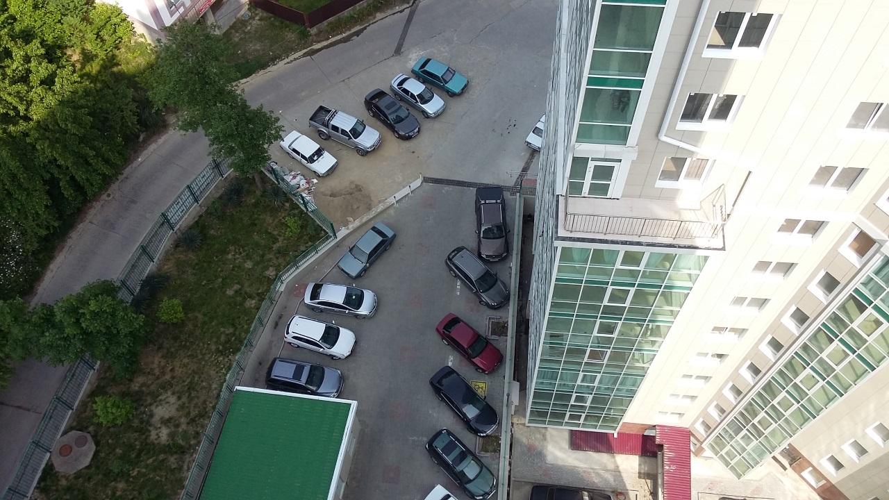 Просторный паркинг