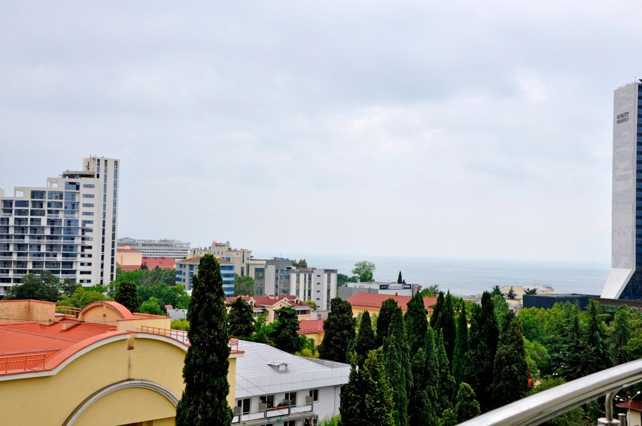 Панорама моря и города Сочи