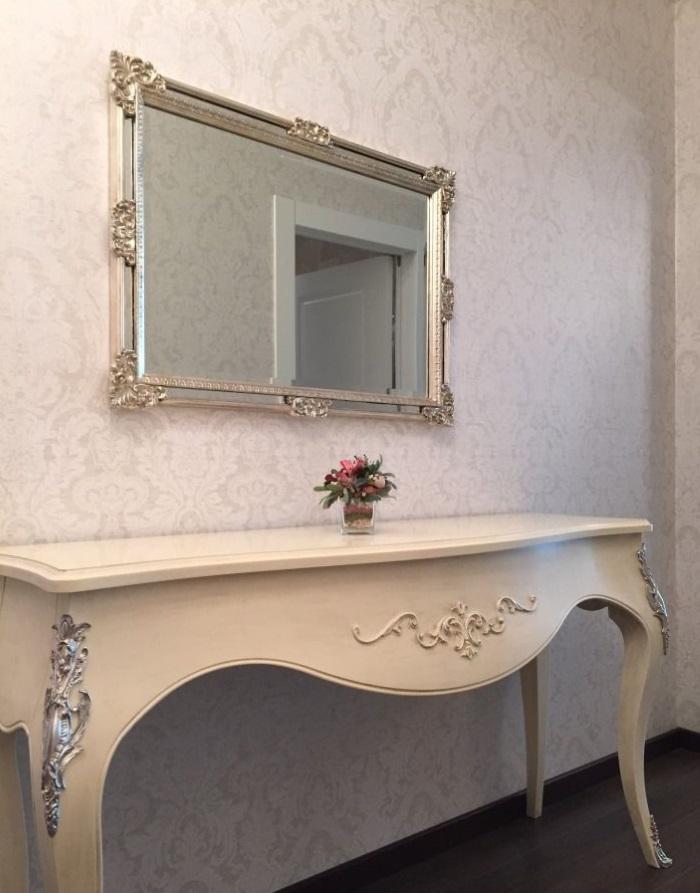 Классический стол с зеркалом