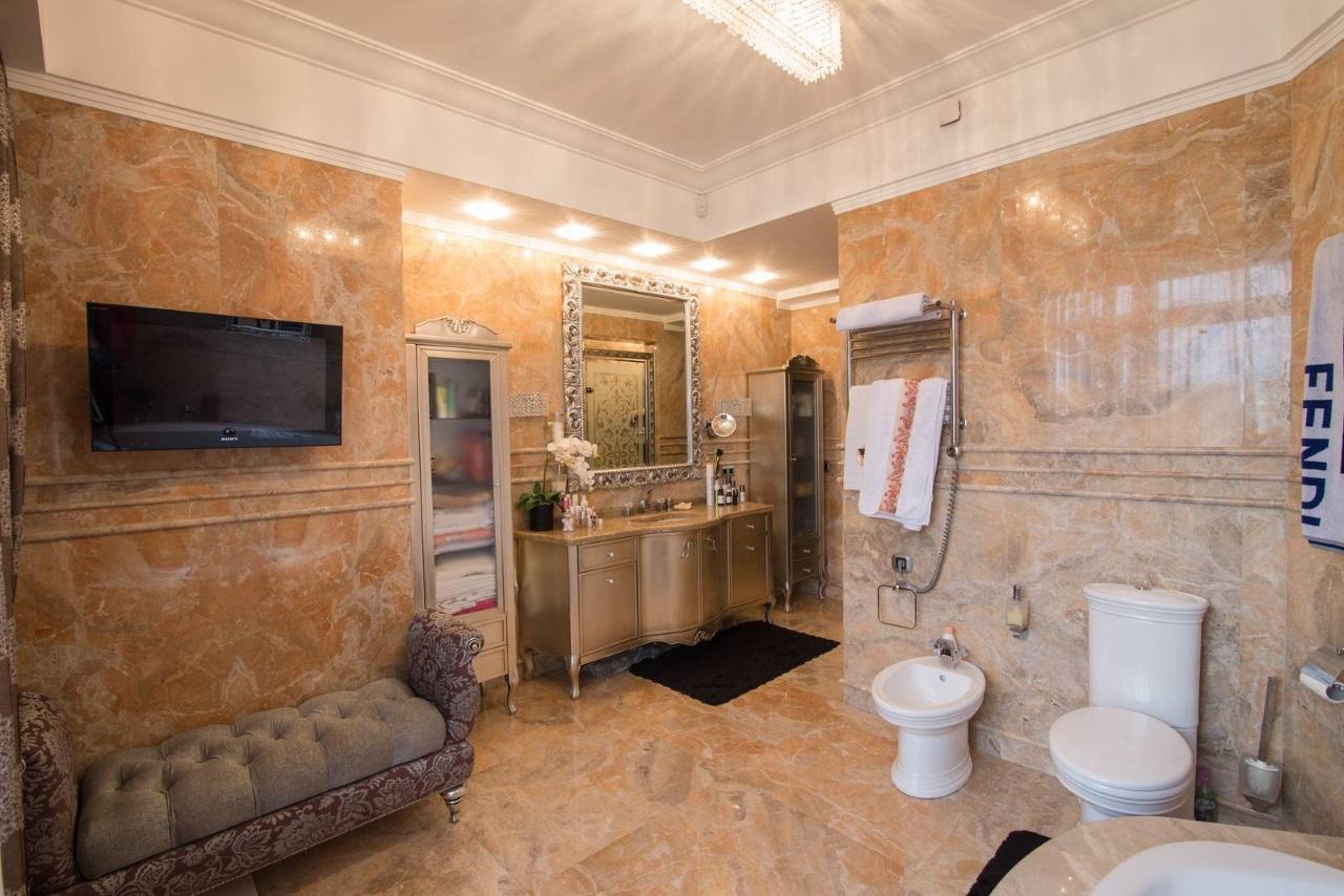 Дорогая отделка в ванной