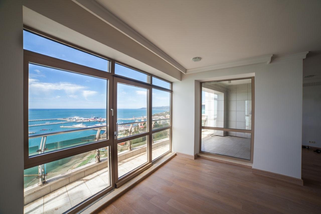 Витражные окна с выходом на балкон