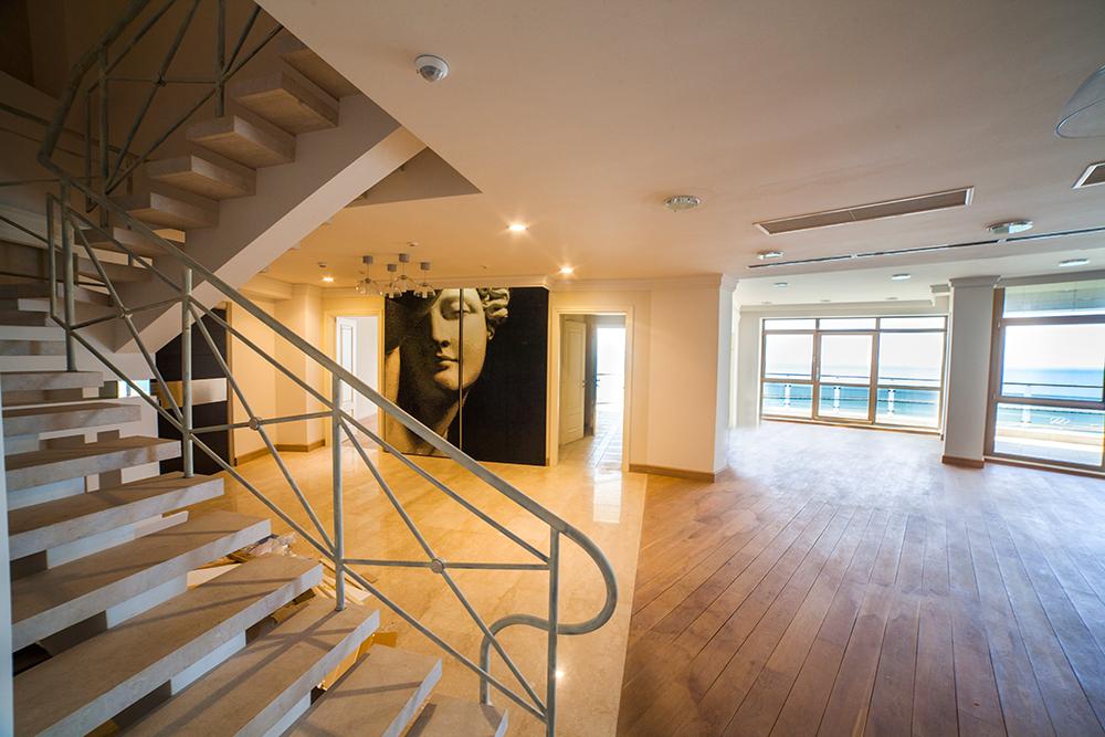 Лестница в пентхаусе на второй уровень
