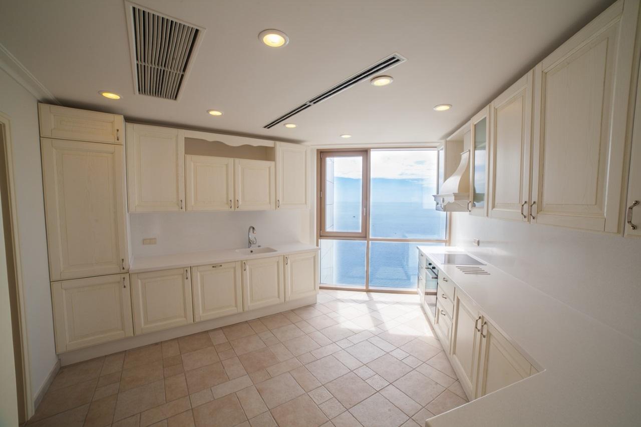 Кухня с видом на море