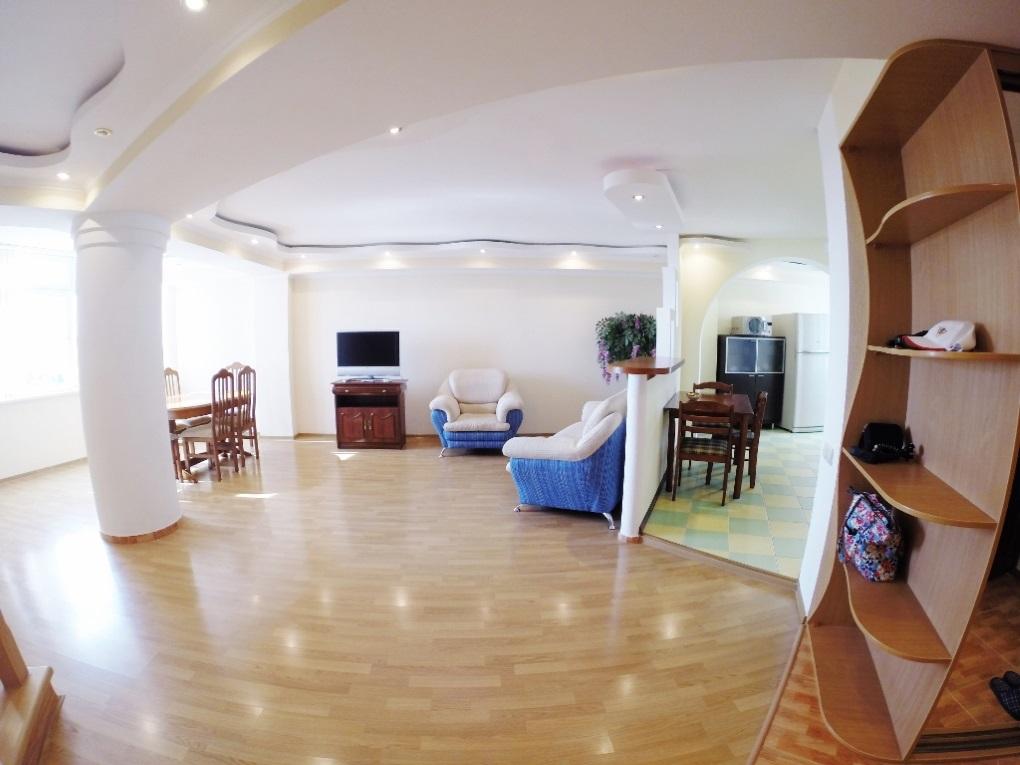 Потолок с подцветкой