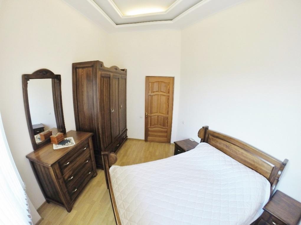 Сальная с деревянной мебелью