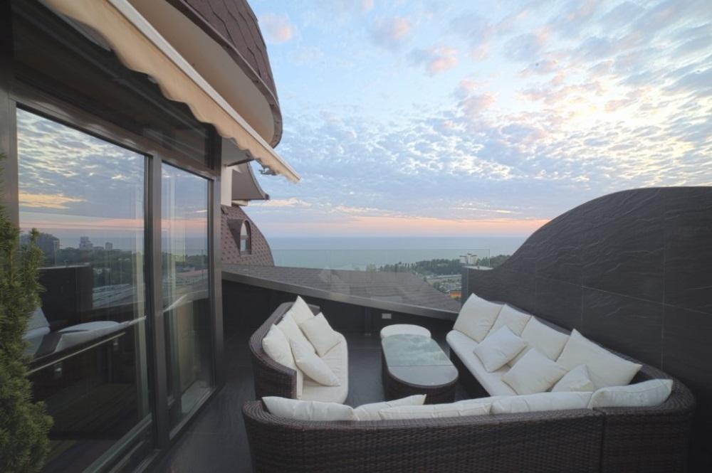 Просторная терраса с видом на море