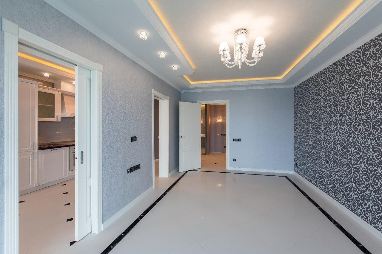 В квартире мраморный пол