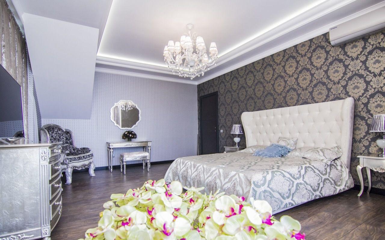 Светлая спальня в фиолетовых тонах