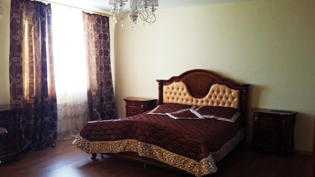 Спальная с просторной кроватью