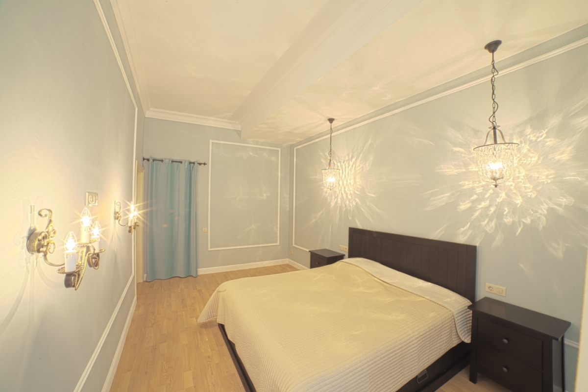 Светлая просторная спальная