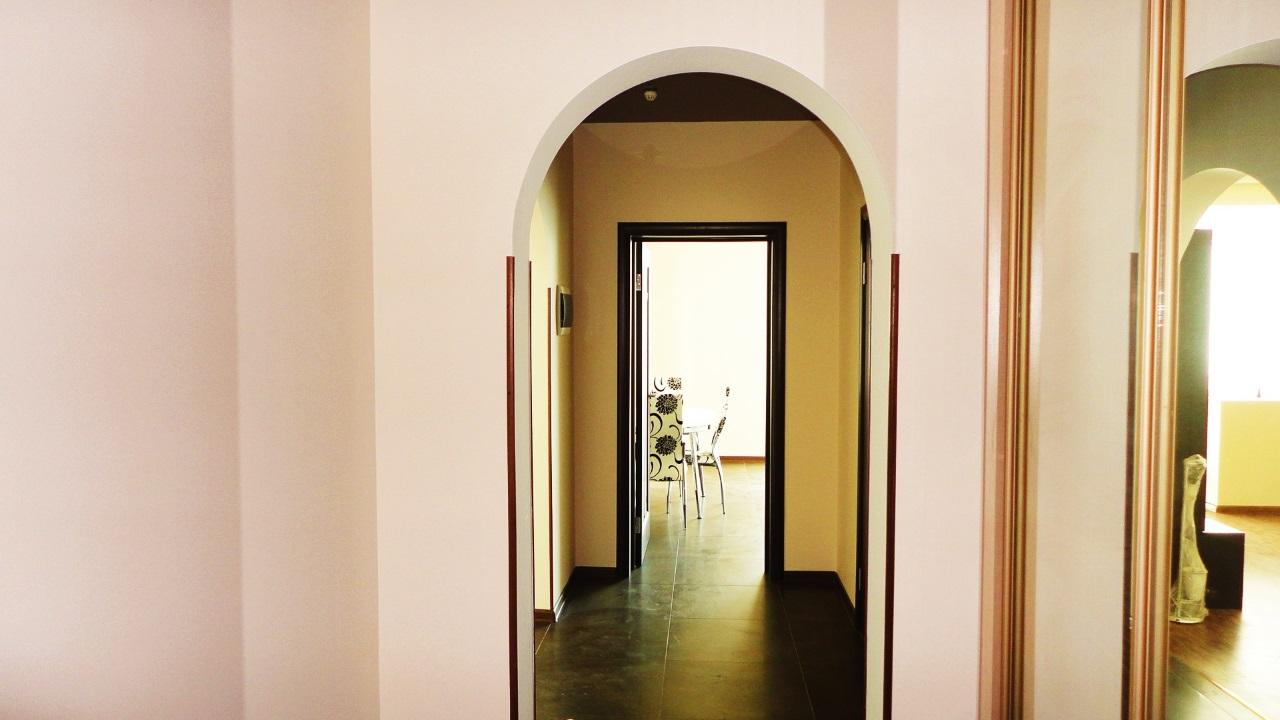 В коридоре арка