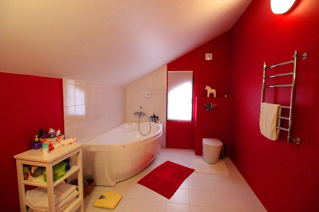 Ванная комната в красном цвете