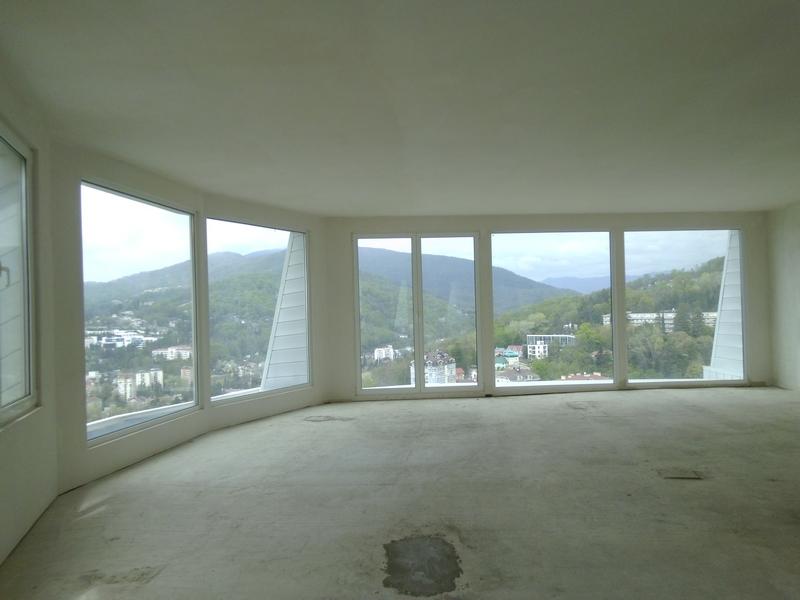 По периметру панорамные окна