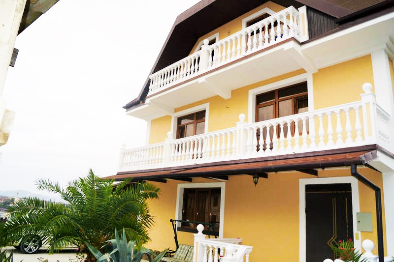 Два балкон