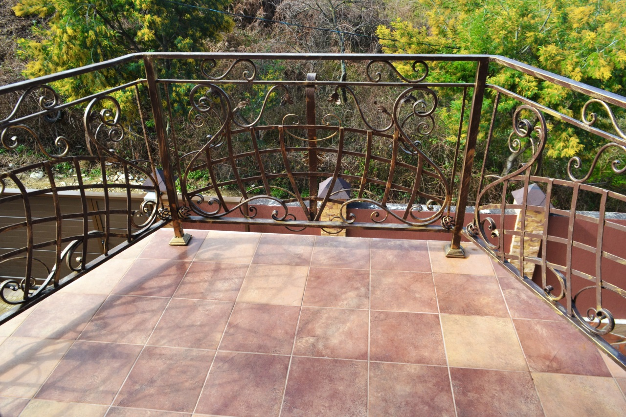 Балкон с видом на сад