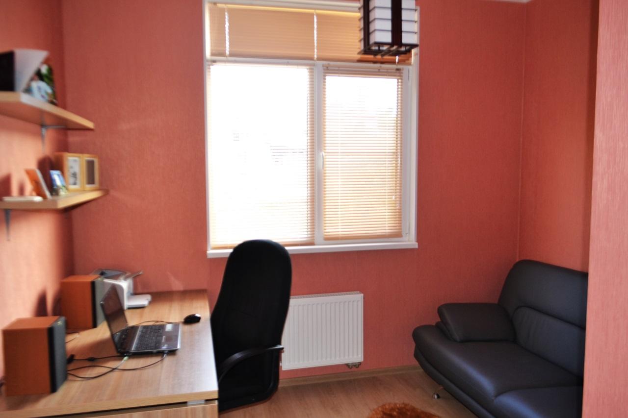 Рабочий кабинет с окном