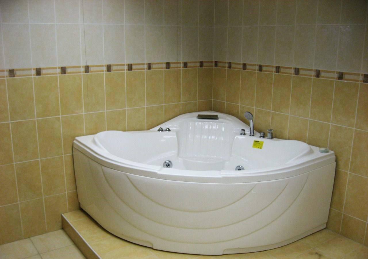 Угловая большая ванная