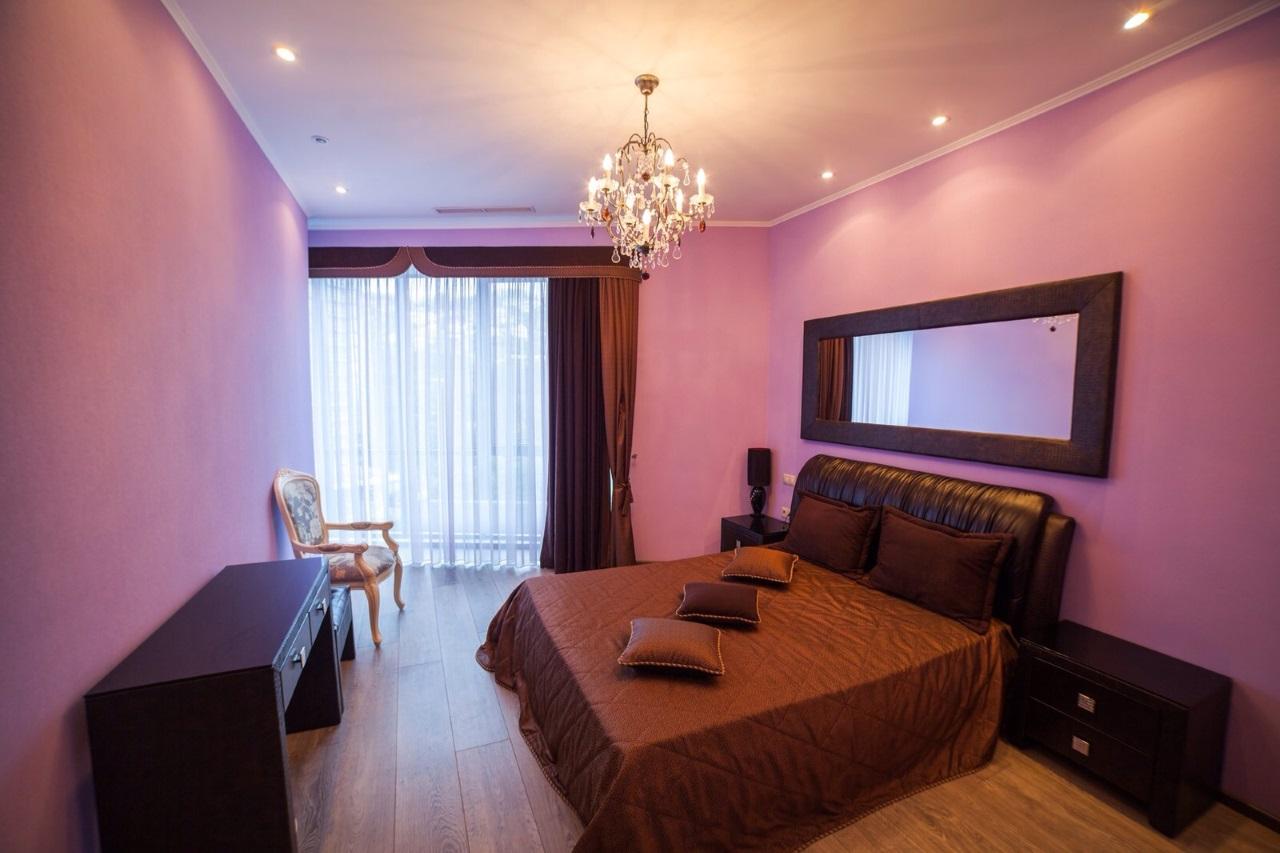 Спальня в фиолетовых цветах