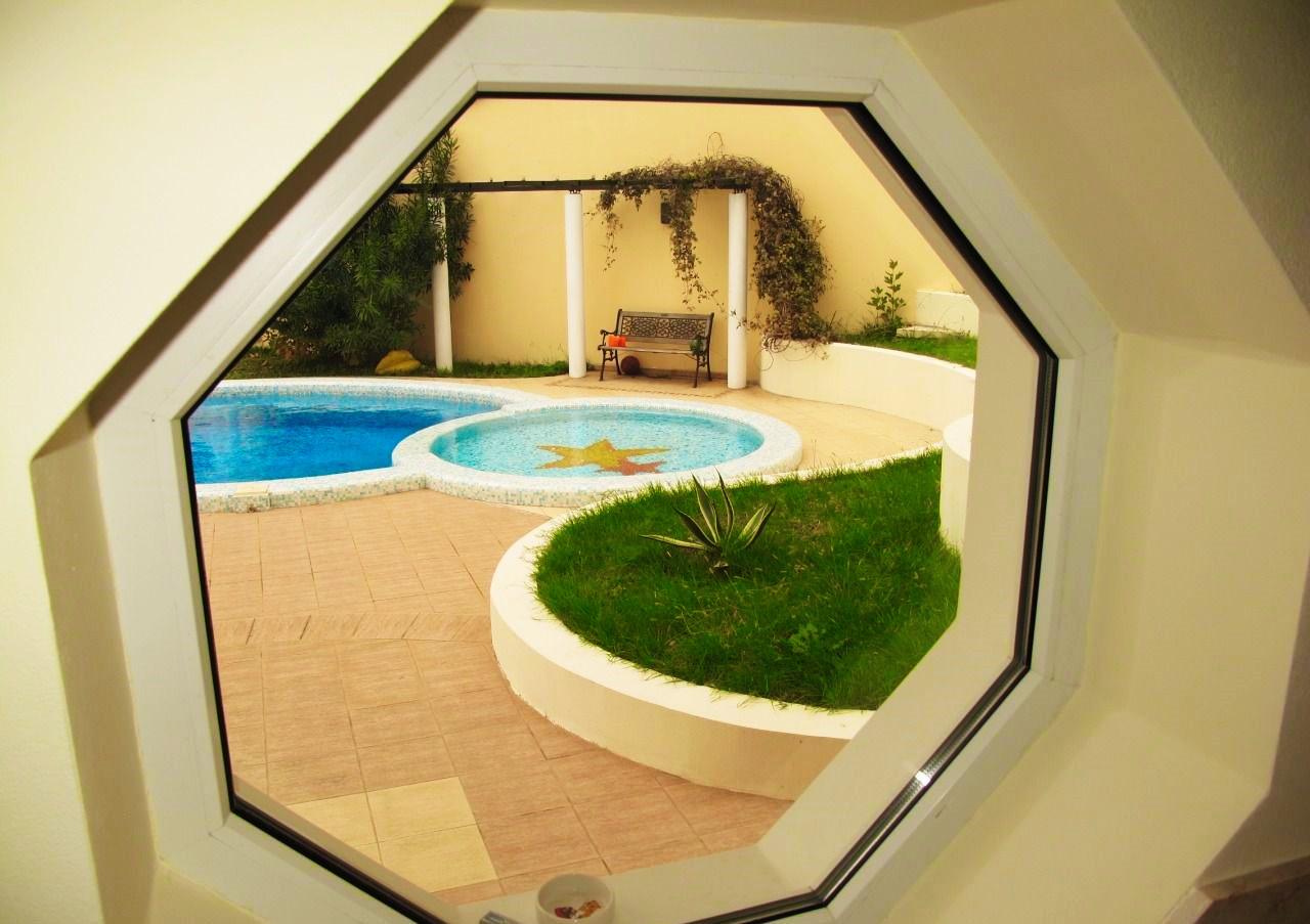 Восьмиугольное окно