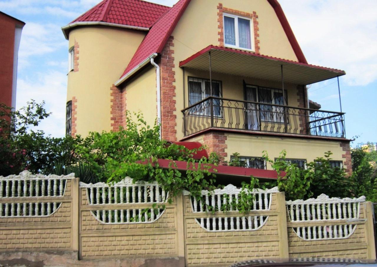 В доме большой балкон
