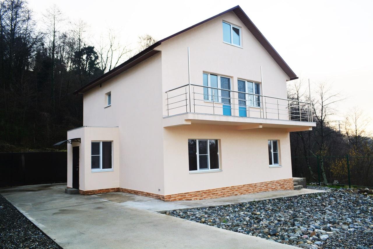 Дом с большим балконом