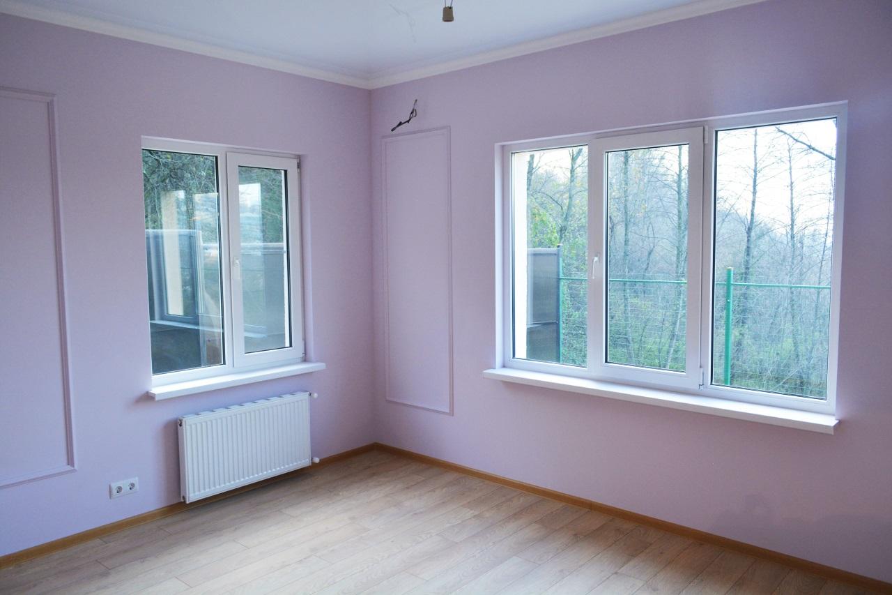 В комнате новый ламинат