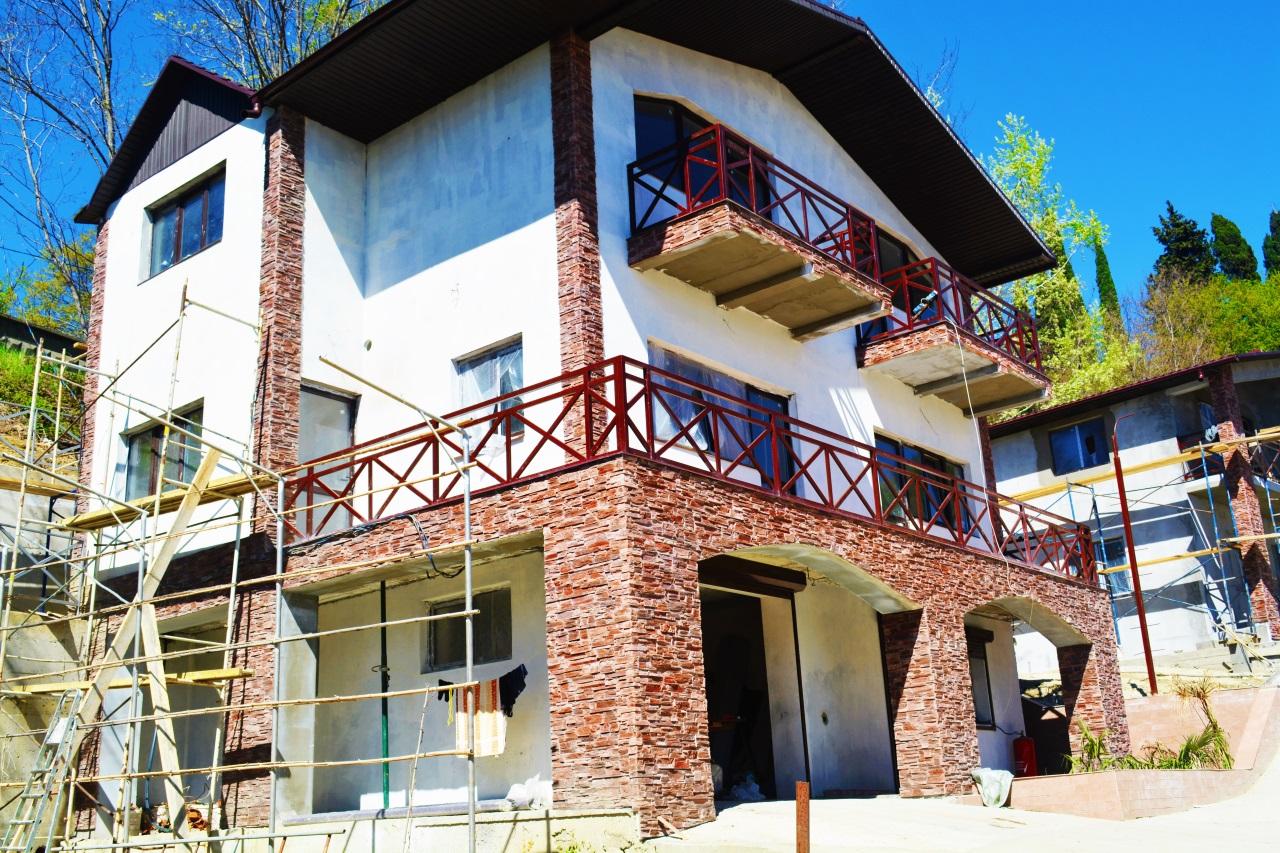 В доме 3 балкона