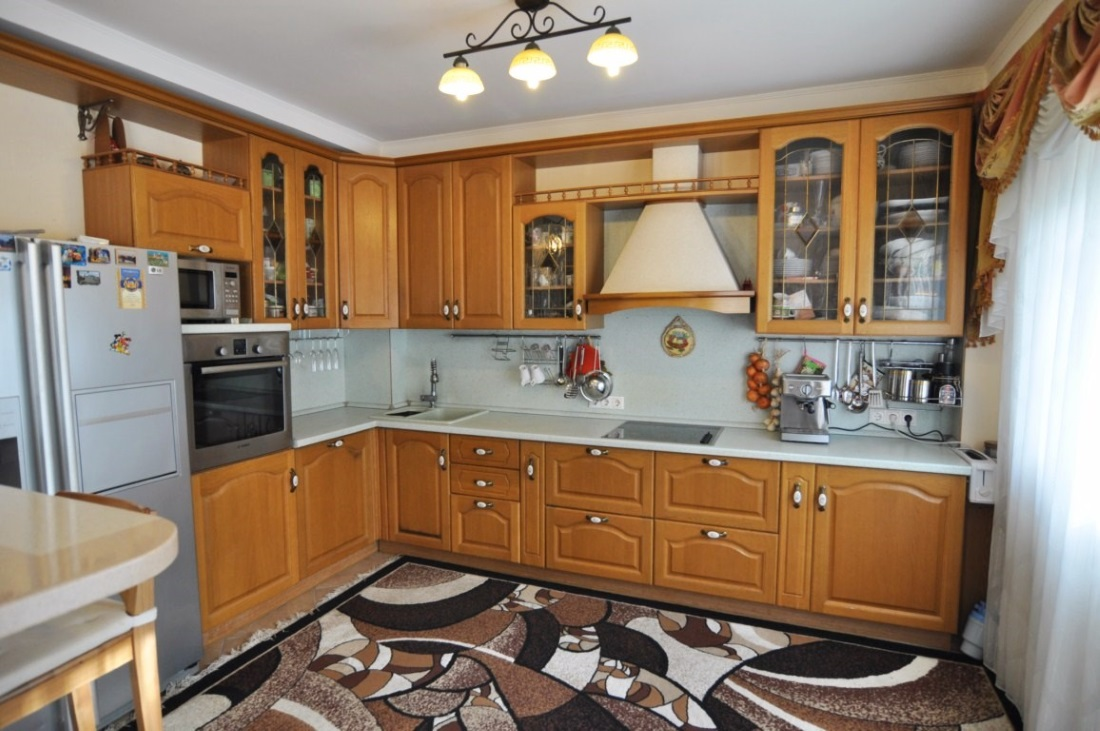 Большая угловая кухня