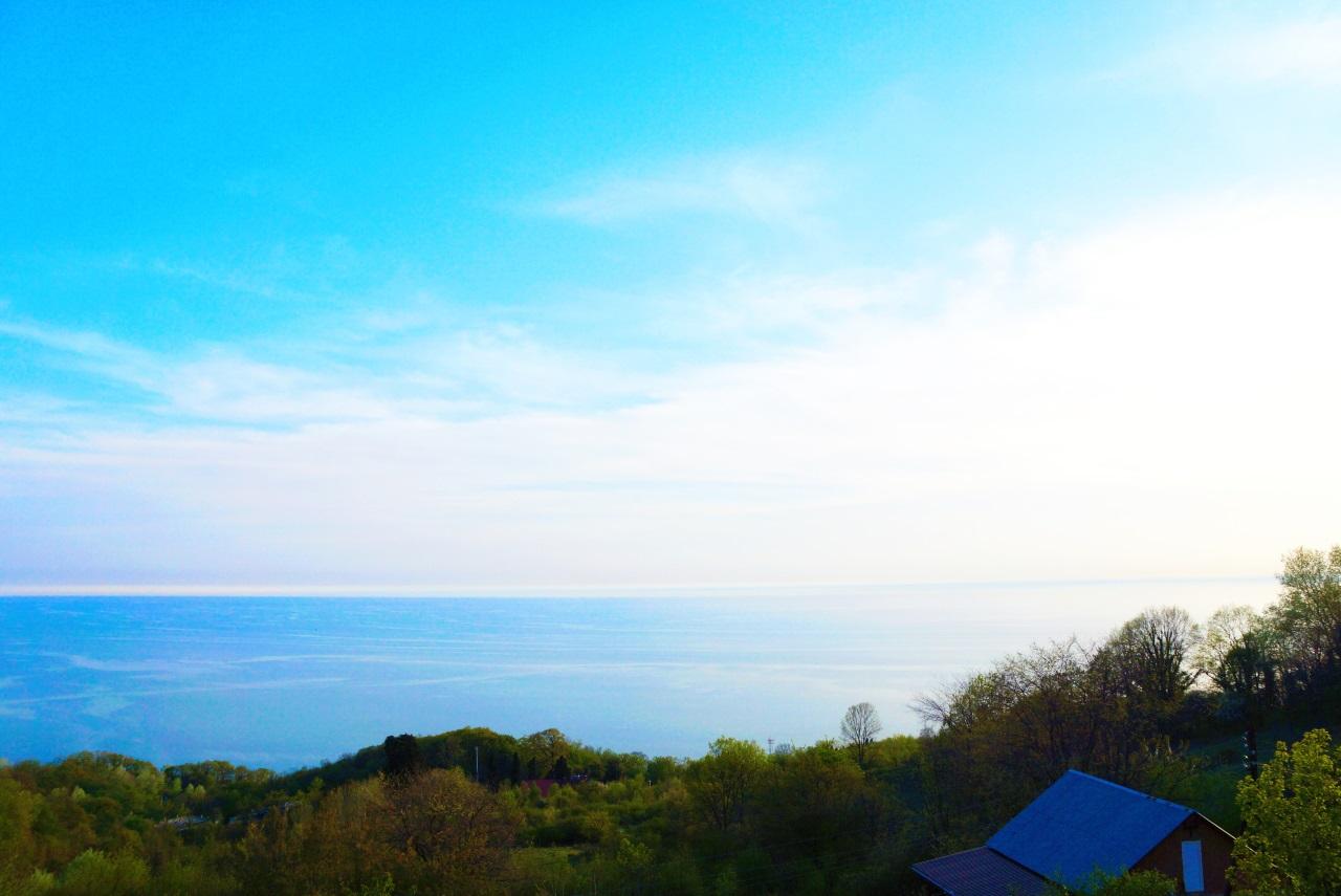 Вид из окон на море