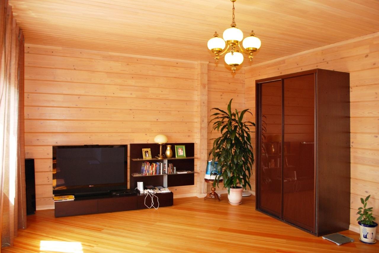 Шкаф с коричневым стеклом