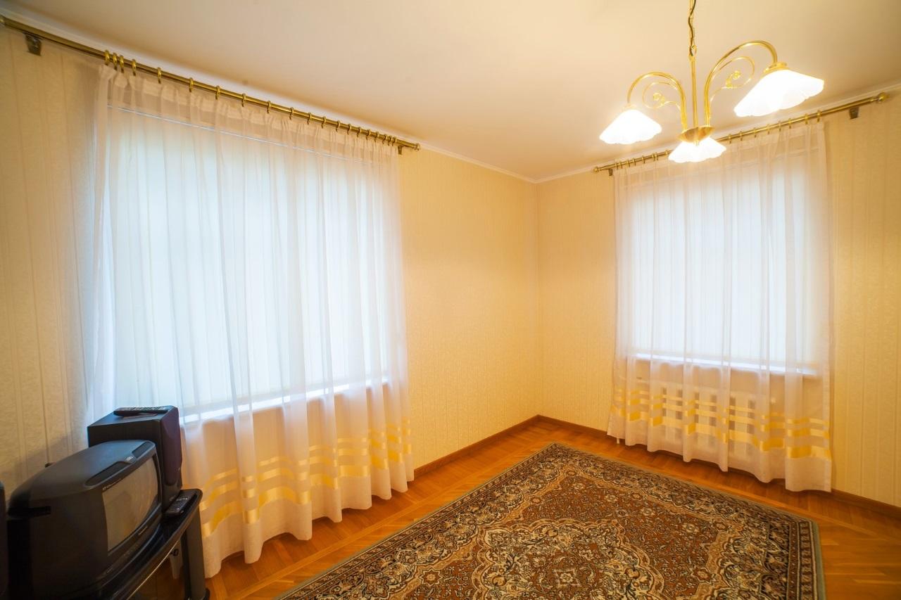 Комната с 2-мя окнами