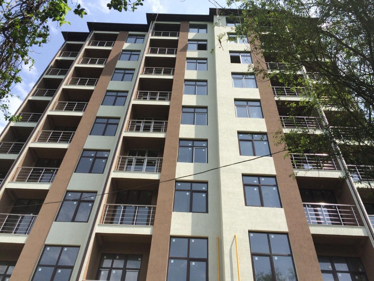 В новостройке квартиры с балконом.