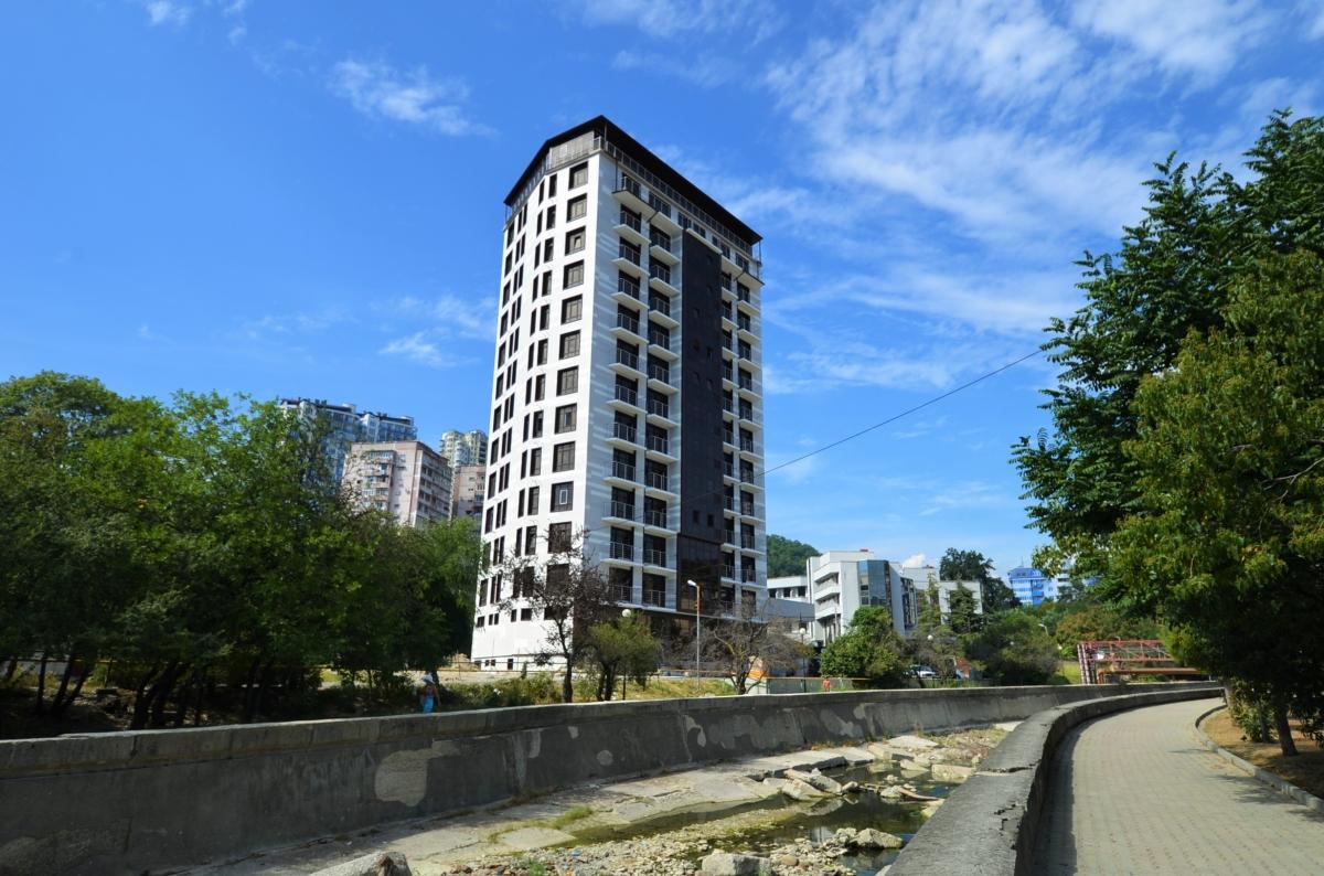 ЖК «Монте-Карло» находится в микрорайоне «Мамайка» г. Сочи на ул. Полтавской в устье реки Псахе.