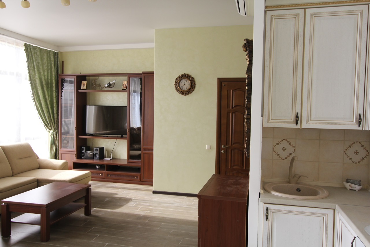 Большая кухня гостиная