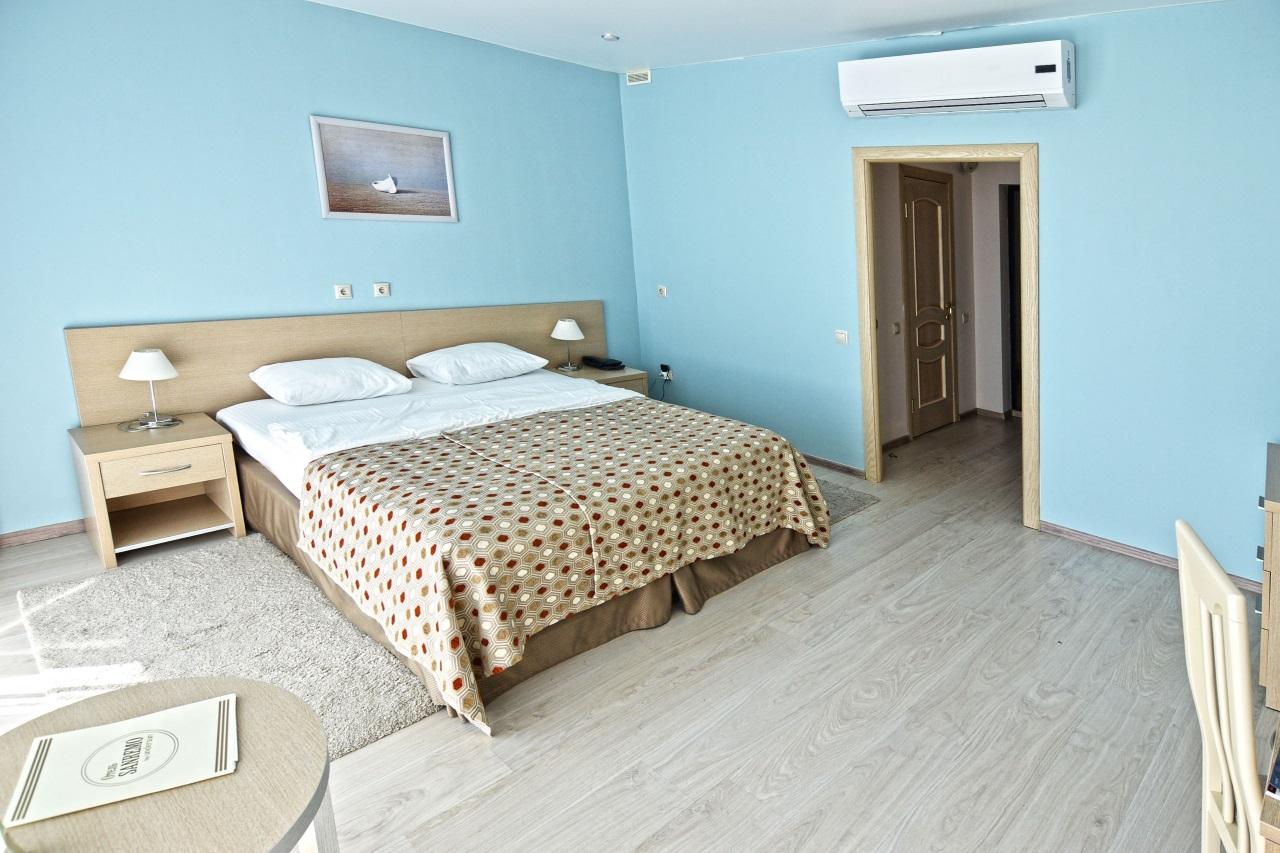 Комната с деревянными полами