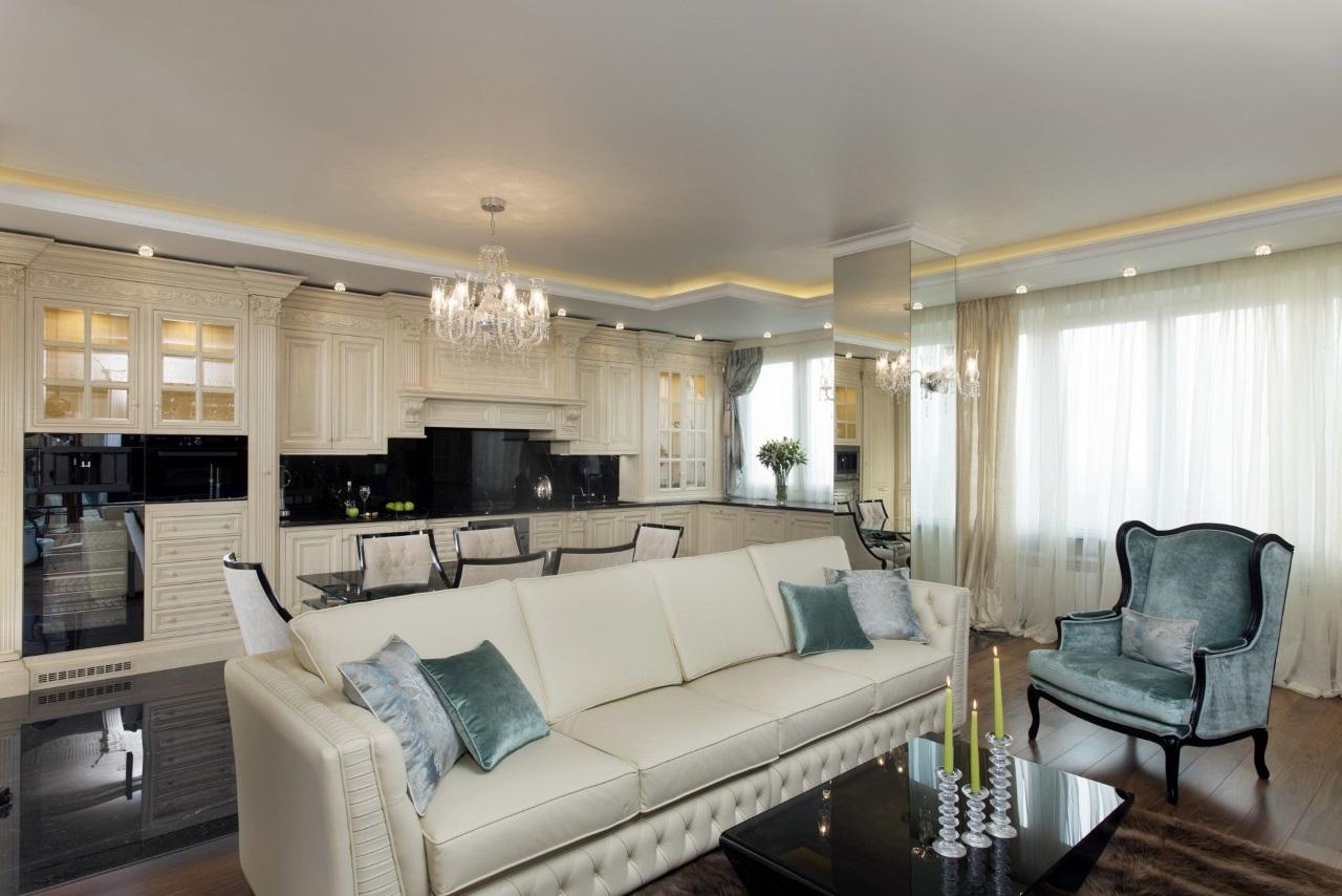 Большой белый коженный диван