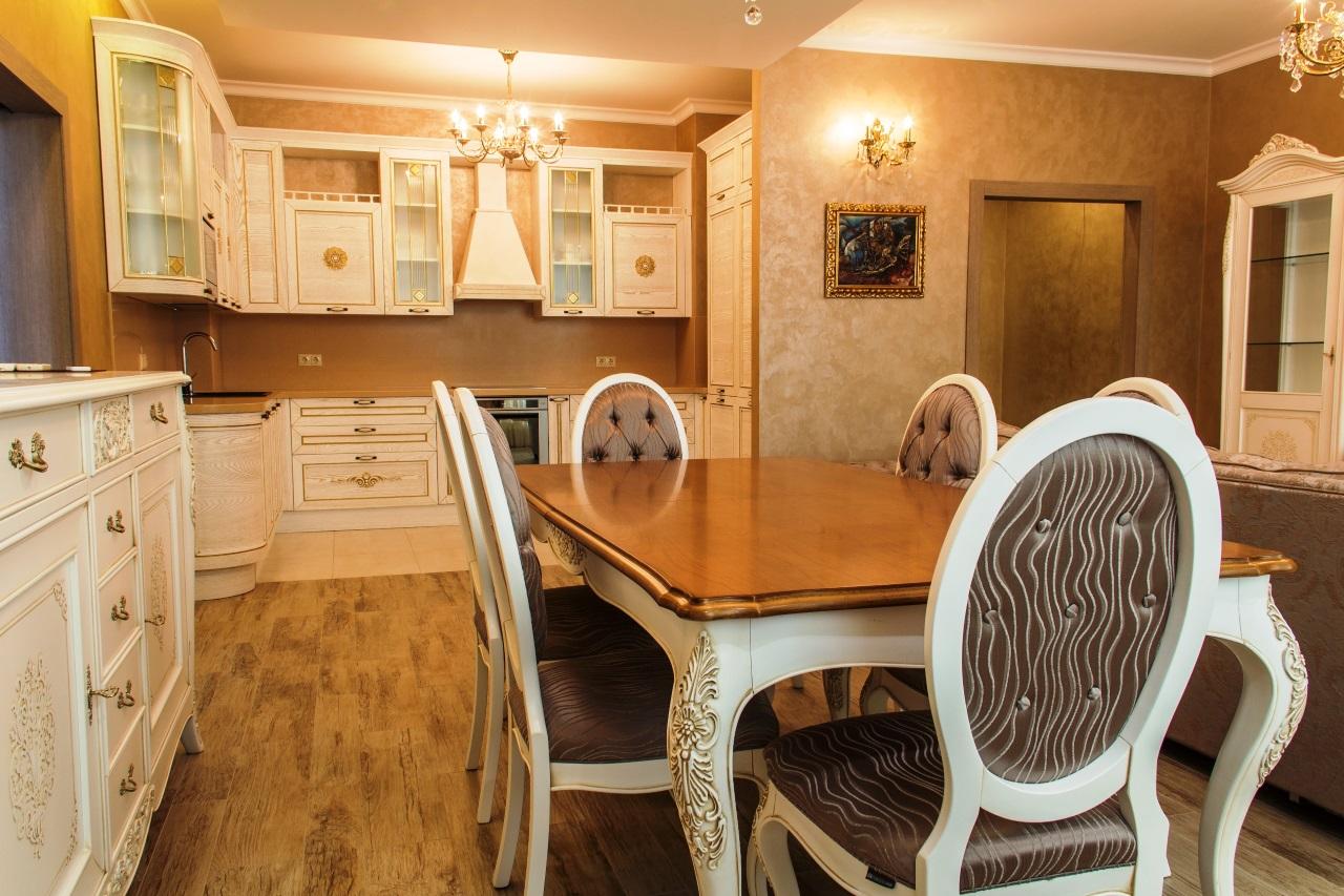 Стол на кухне и массива дуба