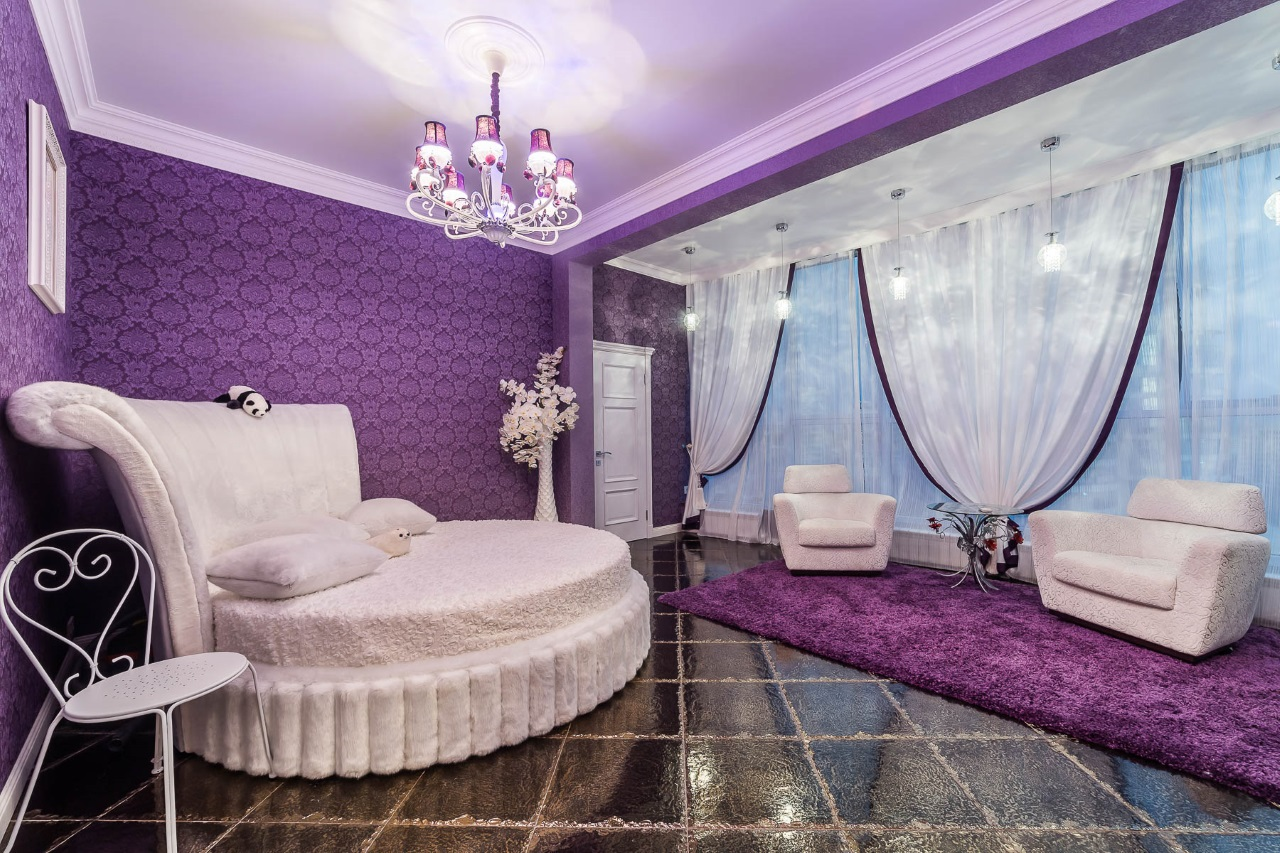 Круглая белая кровать