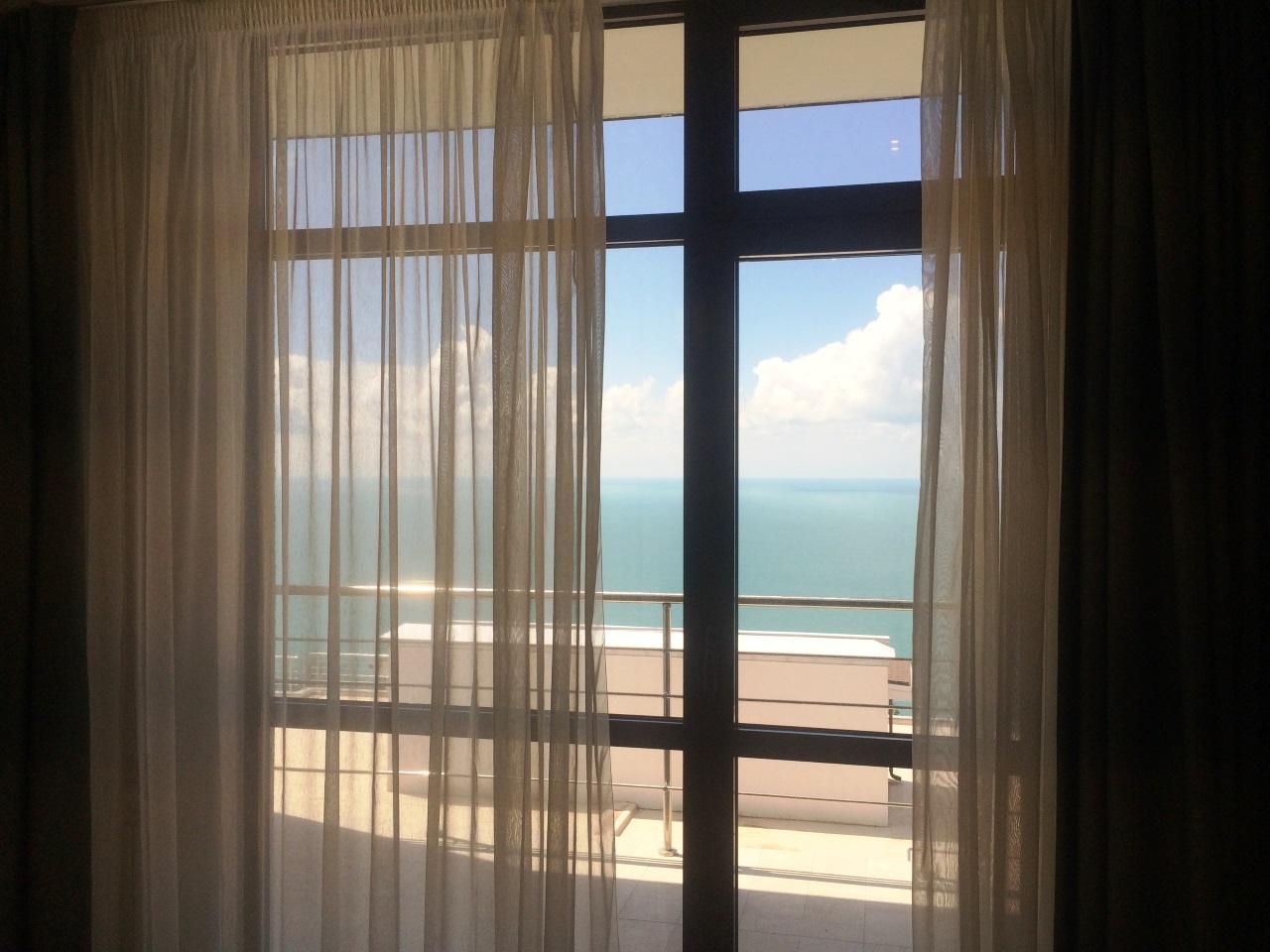 Витражное окно с выходом на балкон