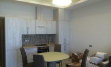 Кухня со светлыми фасадами
